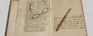 """Вуков примерак """"Рјечника"""", налив перо и наочаре"""