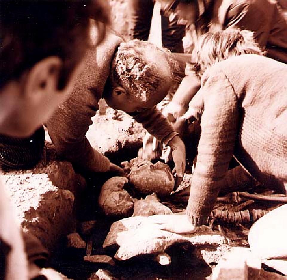 Драгослав Срејовић открива гроб 7 на Лепенском Виру, 1968