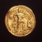 Златни медаљон Валентинијана I, околина Великог Градишта - Римски Пинцум