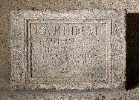 Votivna ploča, 1-2. vek, kamen, Guberevac – Kosmaj